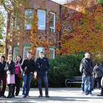 2-Studenten-vor-dem-Institut_Copyright_Goethe-Institut