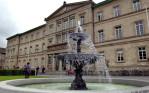 """Die Aufnahme vom 10.06.2002 zeigt die Neue Aula der Universität Tübingen. Die Hochschule feiert in diesem Jahr das 525-jährige Bestehen. Graf Eberhard im Bart von Württemberg gründete 1477 die Universität mit heute über 20 000 Studierenden. Ungezählte Professoren, Studenten und Gäste, auch wissenschaftliche Arbeit auf höchstem Niveau, haben der Hochschule über Jahrhunderte großes internationales Ansehen beschert. dpa/lsw (Zu lsw KORR """"Weltberühmtheit in der Provinz: Uni Tübingen besteht 525 Jahre"""" vom 10.06.2002)  """