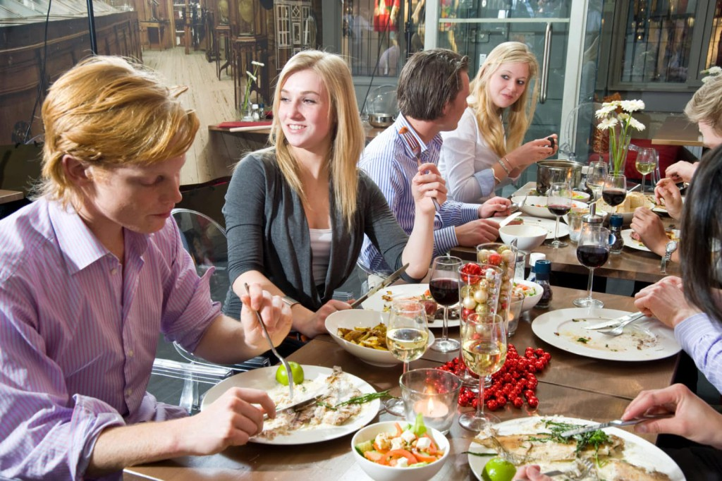 Etiquette-At-the-French-Table